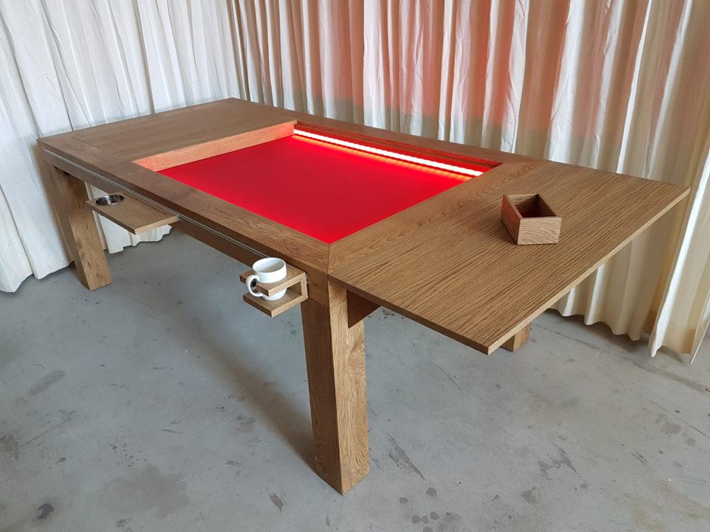 Spelletjestafel met rood bodempaneel en inhaakverlengblad.