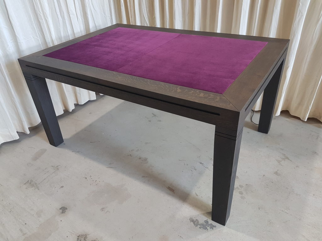Board game table, game table zwart met zwart inhaakprofiel.
