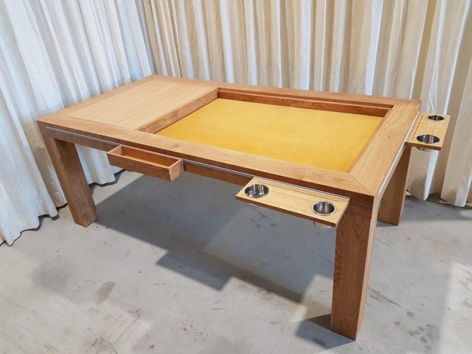 Bordspeltafel met accessoires in inhaakprofiel.